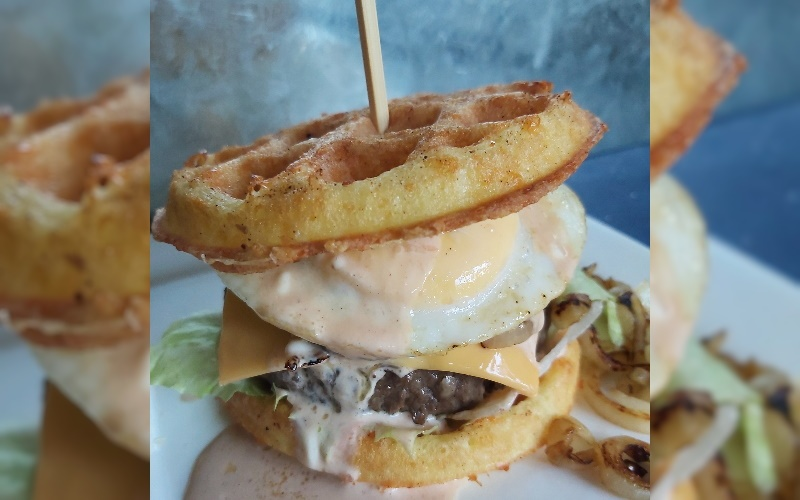 Low Carb Chaffle Hamburger Speciaal