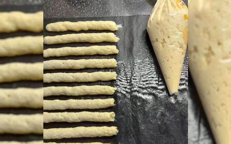 Low Carb Broodstengels met spuitzak