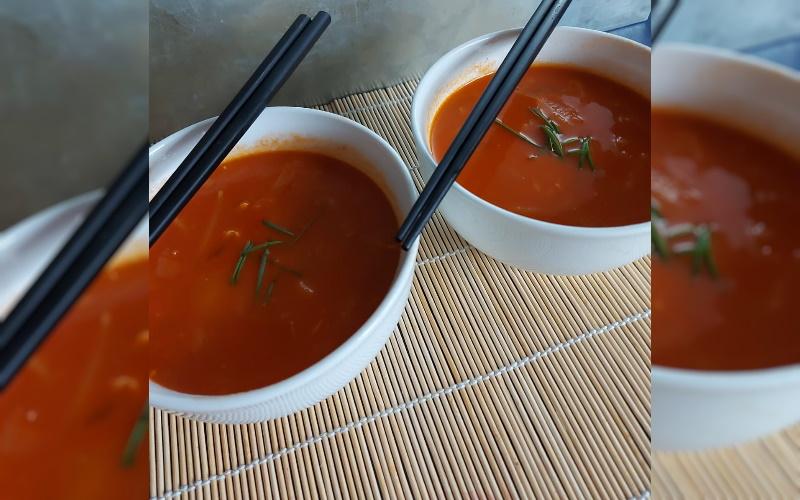 Chinese Tomatensoep met Kip, Prei en Tauge